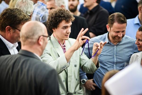 Toni Bauhofer mit seiner Close-Up Zauberei